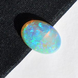 Natural solid white / light crystal opal loose stone 4.16ct
