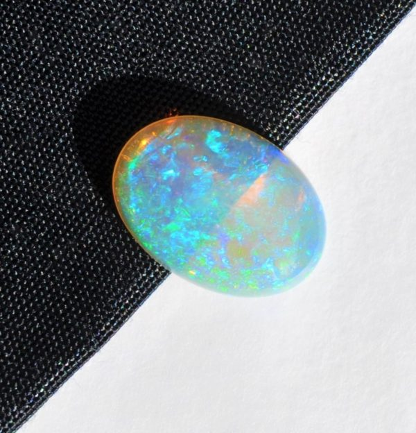 Natural solid white / light crystal opal loose stone4.16ct