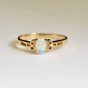 18CT 18K YELLOW GOLD 6X4 0.30CT SOLID NATURAL AUSTRALIAN WHITE LIGHT OPAL RING